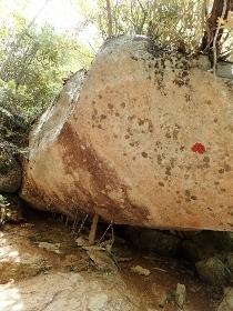 P6181991巨石とつっかえ棒1145 (210x280).jpg