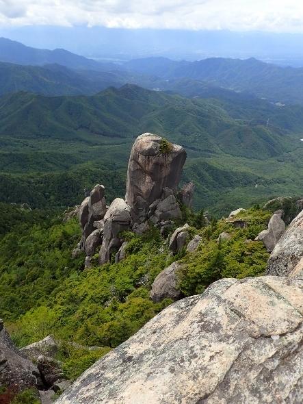 P6182012頂上からやすり岩1236 (443x590).jpg