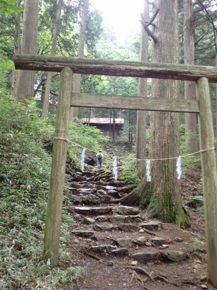 P7134444大嶽神社鳥居1211 (443x590).jpg