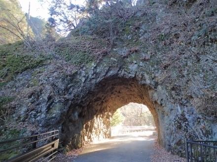 PC148680数馬の切通し隧道1502 (440x330).jpg