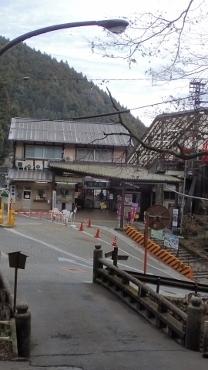 PC268839ケーブル滝本駅912 (208x370).jpg