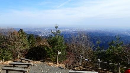 PC268892日の出山山頂1230 (440x248).jpg